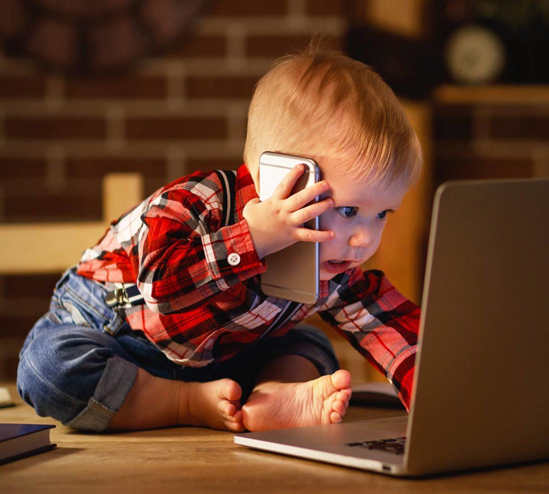 Lapsi työskentelee