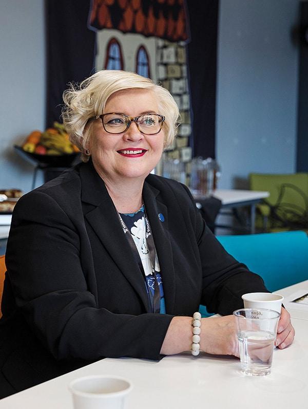 kunta- ja uudistusministeri Anu Vehviläinen