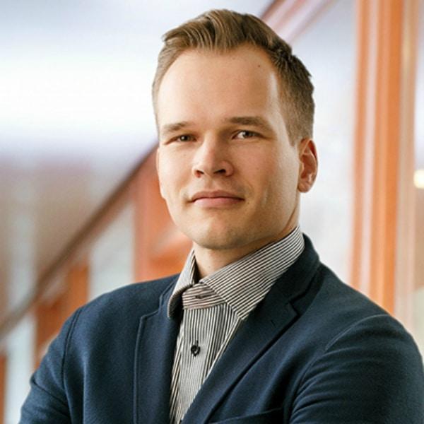 Olli Iivanainen, Myyntipäällikkö