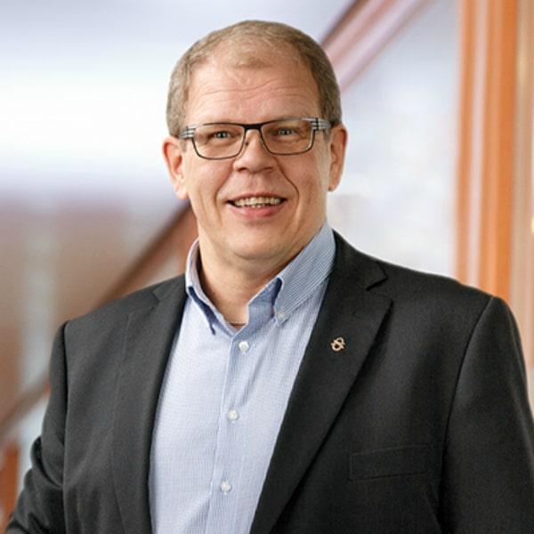 Petri Kauppinen, Palvelupäällikkö