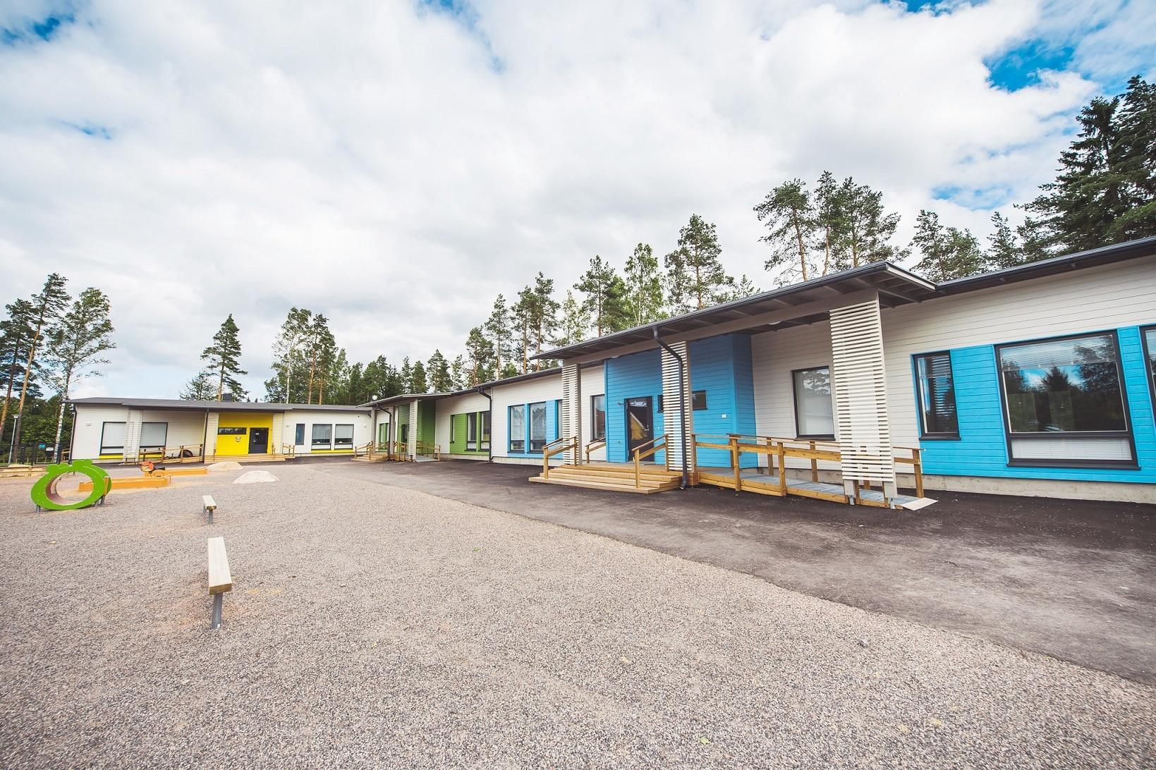 Päiväkoti Vuohirinne piha-alue Vantaa